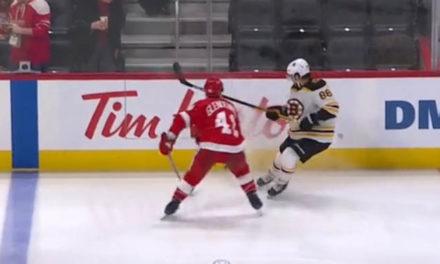 Bruins' Pastrnak Avoids High-Sticking Call Prior to Goal